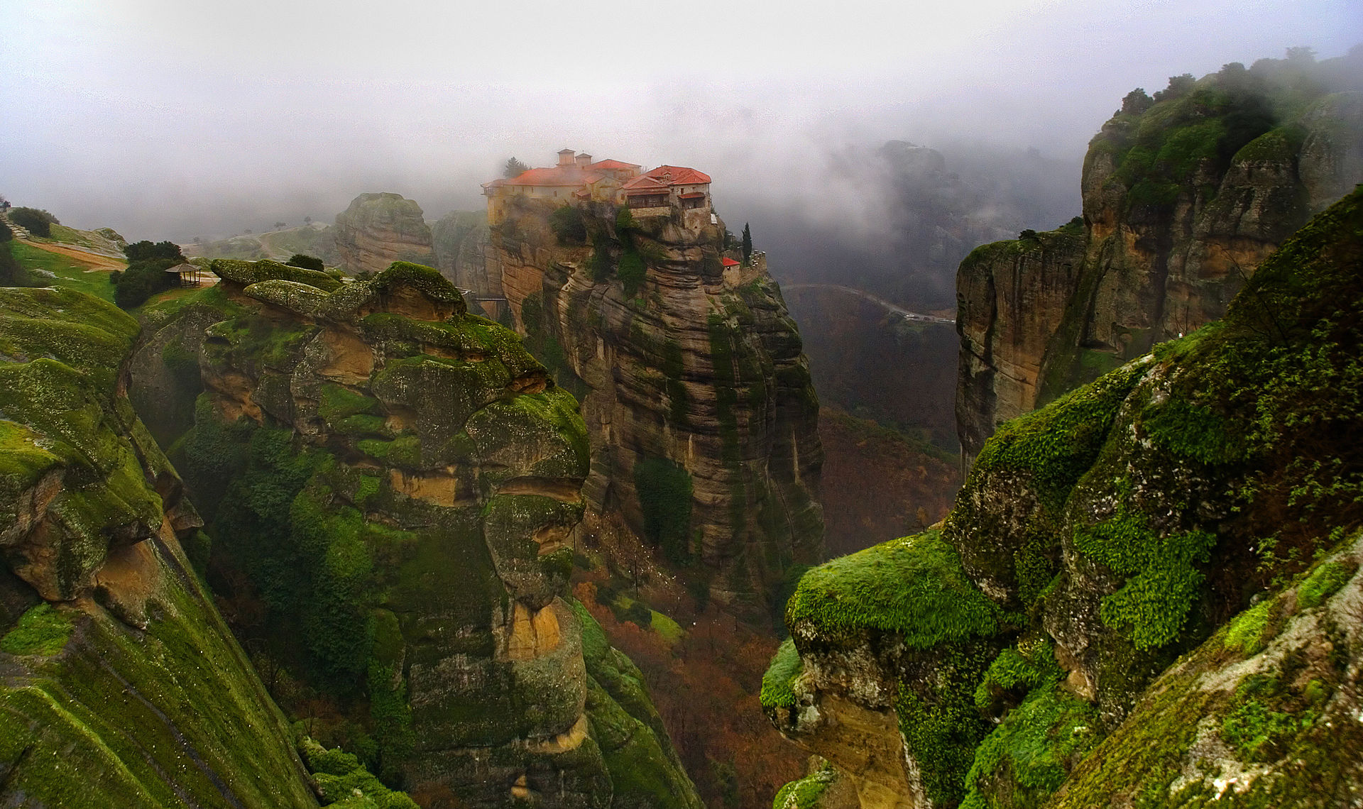 Meteora, six monasteries on the rocks