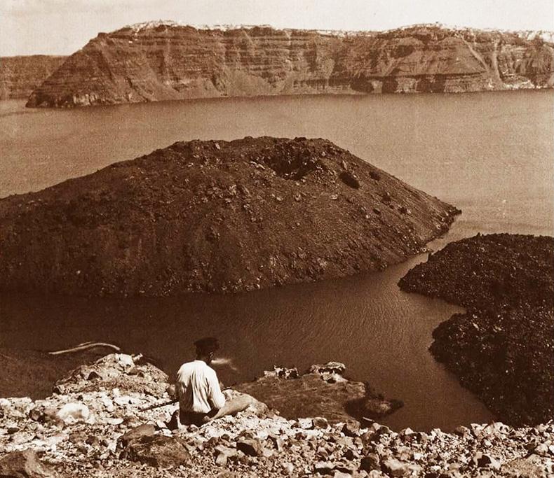 3ο άνθρωπος κάθεται στην ακτή της Νέας Καμένης